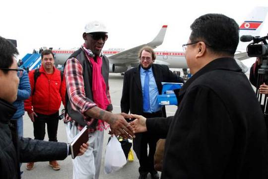 Cựu tuyển thủ Dennis Rodman được đón tiếp tại Bình Nhưỡng. ảnh: AP