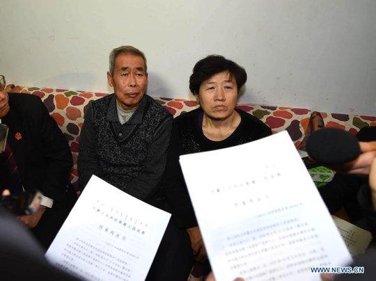 Cha mẹ Huugjilt nhận được 330.000 USD. Ảnh: News.cn