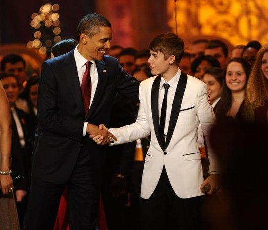 Tổng thống Obama và Justin bắt tay tại sự kiện năm 2011