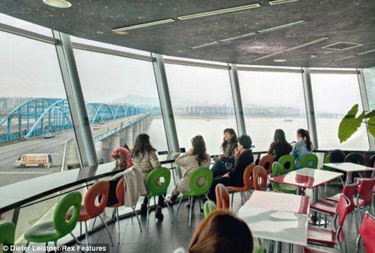 Một quán cà phê hiện đại ở Hàn Quốc. Ảnh: Dieter Leistner