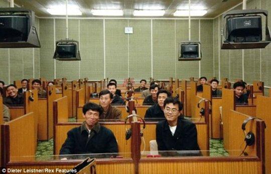 Một lớp học ngoại ngữ ở thủ đô Triều Tiên. Ảnh: Dieter Leistner