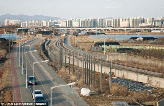 Con đường ngoại ô ở Hàn Quốc. Ảnh: Dieter Leistner