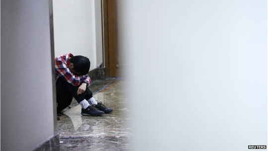 Thân nhân tuyệt vọng chờ tin của hành khách trên MH370 tại Bắc Kinh - Trung Quốc