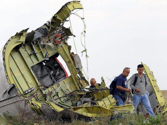 Các mảnh vỡ thân máy bay cũng như buồng lái được cho rằng bị xáo trộn. Ảnh: EPA