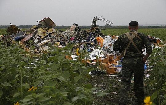 Phẫn nộ với người khoe đồ ăn cướp từ thi thể nạn nhân MH17