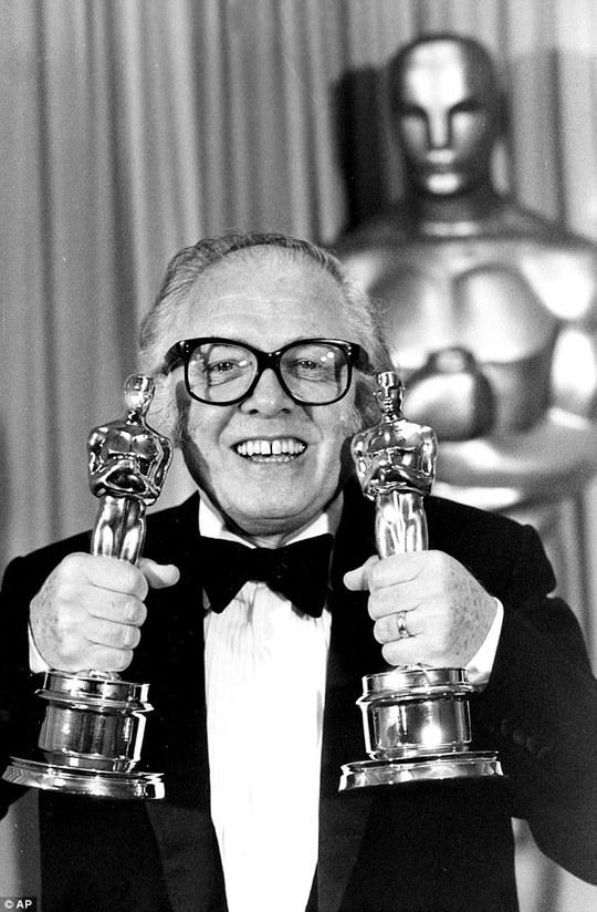 Hạnh phúc với tượng vàng Oscar