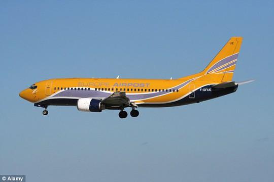 Các hành khách trên máy bay hoảng loạn sau khi một trong những động cơ của máy bay ngưng hoạt động giữa không trung. Ảnh: Alamy