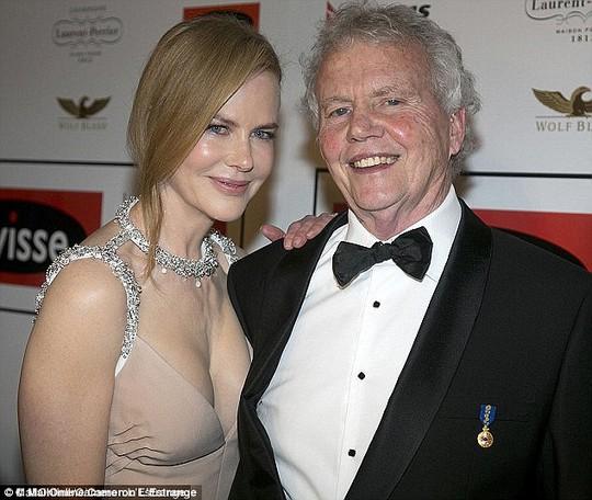 Cha của Nicole Kidman qua đời sau cú ngã