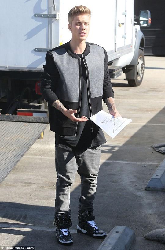 Justin làm việc cùng David Hasselhoff