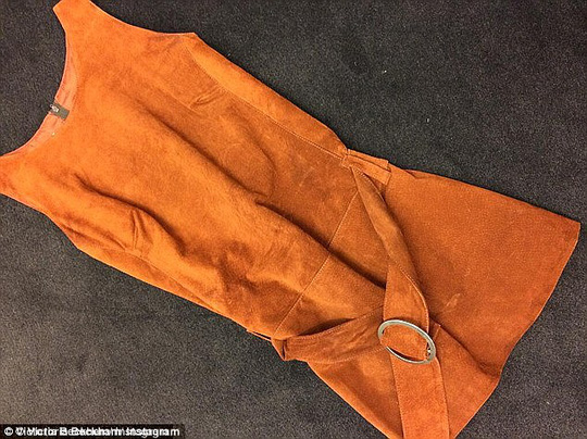 Cái đầm ngắn cũ của Victoria Beckham mặc trong lần hẹn đầu tiên với chồng