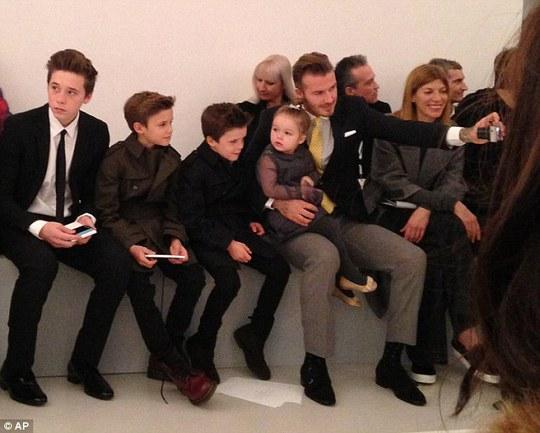 Victoria Beckham vẫn giữ chiếc đầm mặc lần đầu hẹn hò chồng