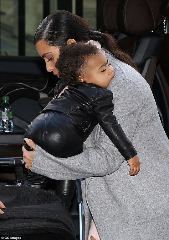 Kim Kardashian và con gái North
