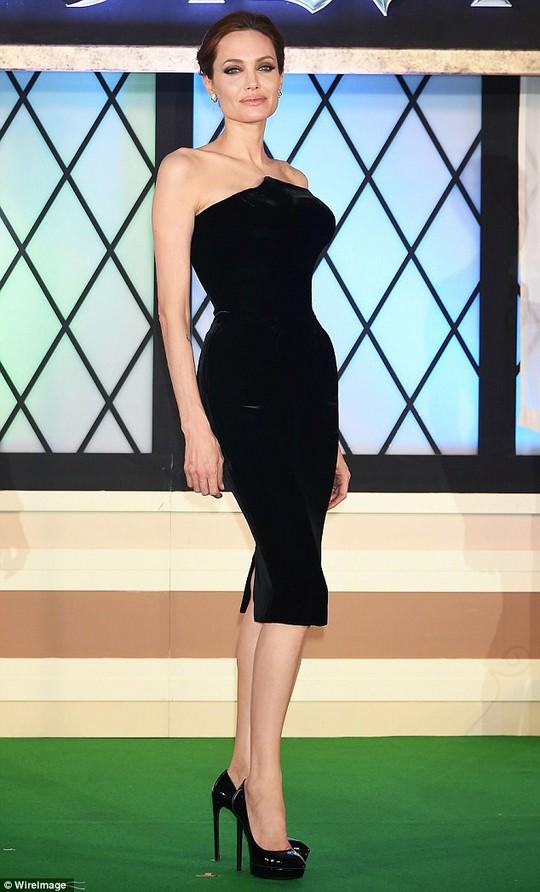 Angelina Jolie chia sẻ đầy xúc động về người mẹ thân yêu của mình