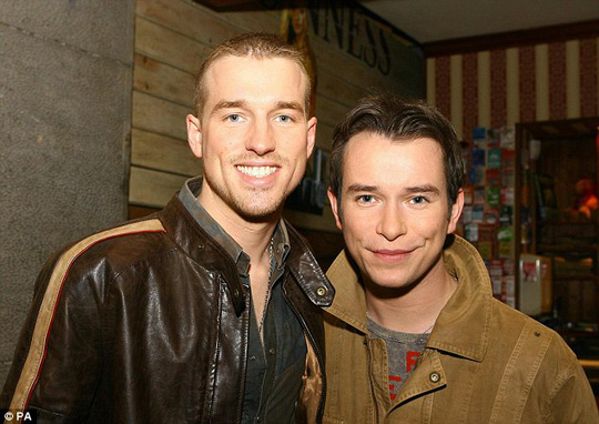 Stephen Gately và Andrew Cowles