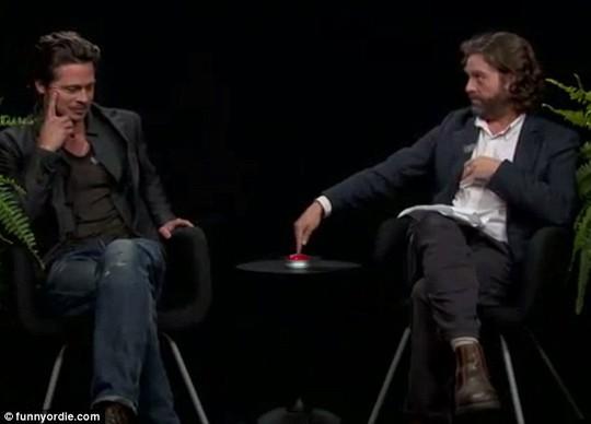 """Brad Pitt bị danh hài Zach Galifianakis """"làm khó"""""""