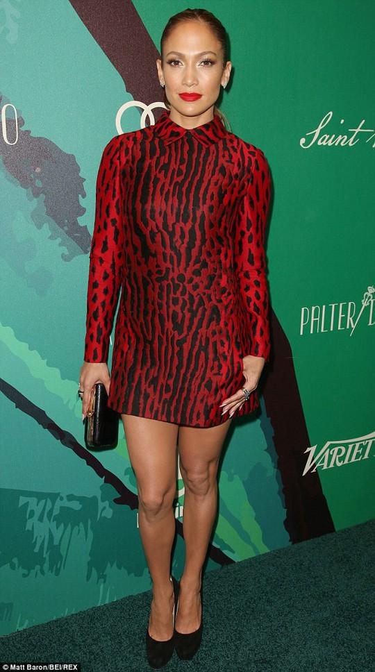 Jennifer Lawrence, Jennifer Lopez đua tậu nhà sang