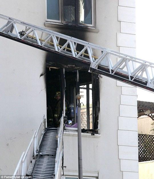 """Diễn viên phim """"Chạng vạng"""" bị kiện làm cháy chung cư"""