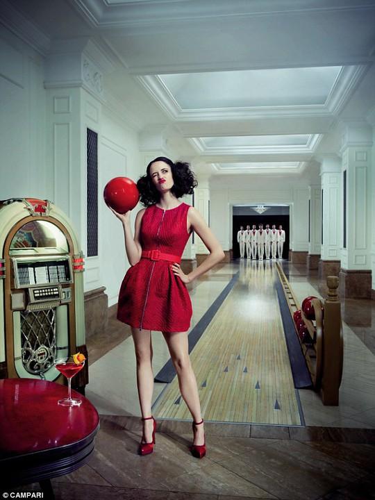 """""""Bond girl"""" Eva Green gợi cảm với sắc đỏ"""