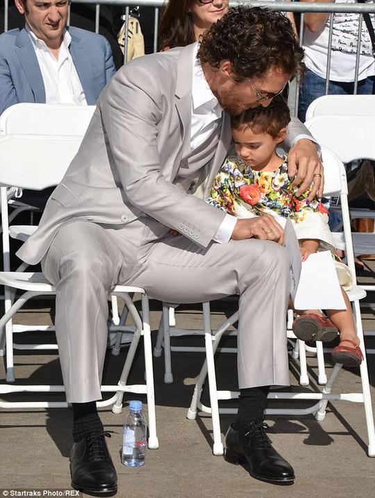 Matthew và con gái