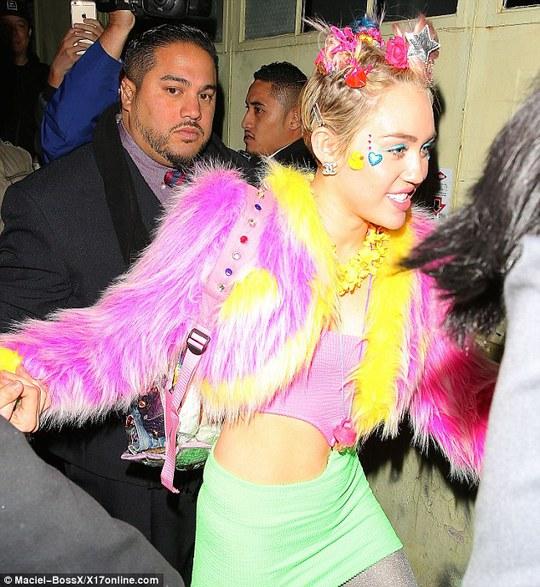 Miley Cyrus quậy tưng bừng mừng sinh nhật