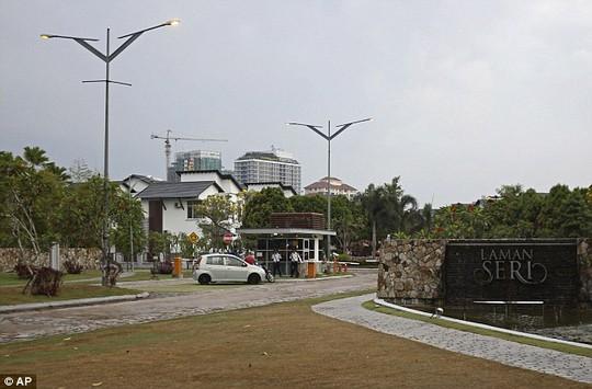 Nhà cơ trưởng Zaharie Ahmad Shah nằm trong khu dân cư sang trọng, cách trung tâm Kuala Lumpur 1 giờ chạy xe. Ảnh: AP