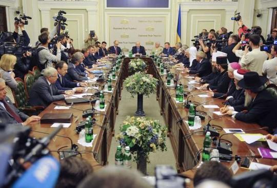 Cuộc đàm phán diễn ra tại thủ đô Kiev hôm 14-5. Ảnh: Reuters