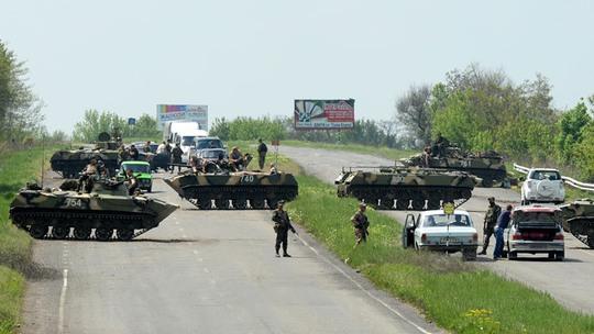 Một trạm kiểm soát của quân đội Ukraine trên con đường nối liền Kramatorsk và Slavyansk. Ảnh: RIA Novosti