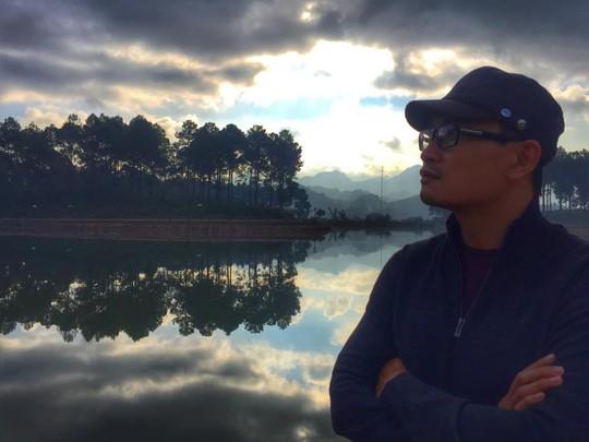 Bên dòng sông tĩnh lặng