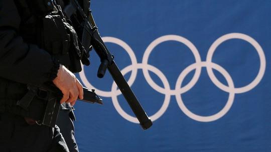 Lực lượng an ninh Nga tuần tra đường phố trong thời gian diễn ra Thế vận hội Sochi. Ảnh: RT