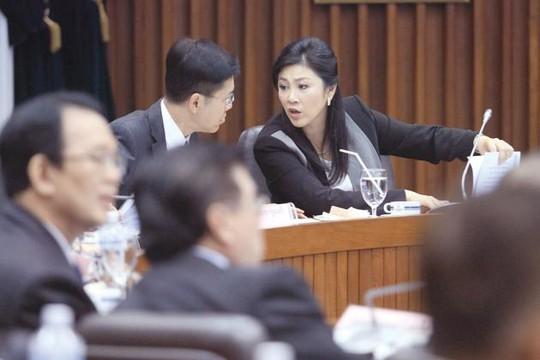 Thủ tướng Yingluck Shinawatra gặp gỡ 28 tổ chức tư nhân hôm 16-1 để bàn về việc thành lập ủy ban cải cách. Bà đang đối mặt với cuộc điều tra tham nhũng liên quan đến chương trình trợ giá gạo. Ảnh: The Nation