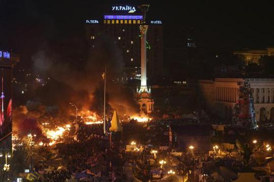 Quảng trường Độc Lập hỗn loạn. Ảnh: Reuters