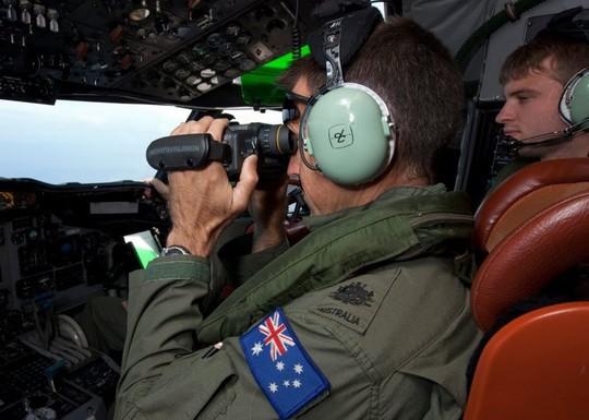 Không quân Úc tham gia tìm kiếm. Ảnh: EPA