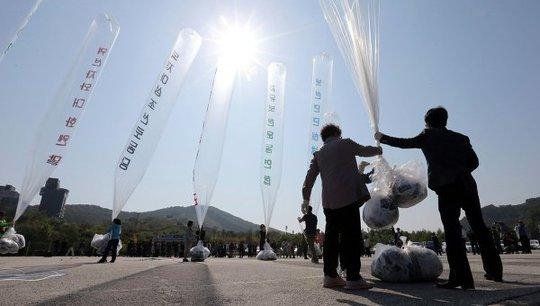 Các nhà hoạt động Hàn Quốc gửi truyền đơn chống Bình Nhưỡng
