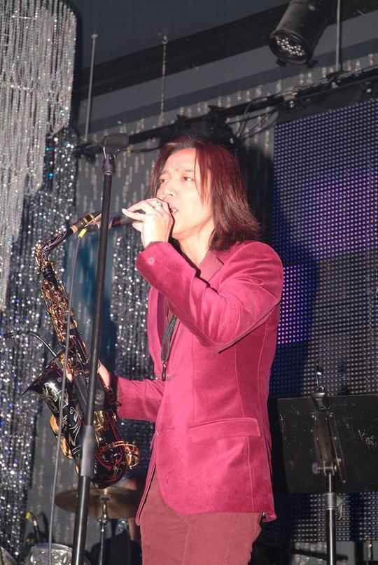 Không chỉ sáng tác, Hoài Phương còn biết đến là ca sĩ các chương trình ở hải ngoại