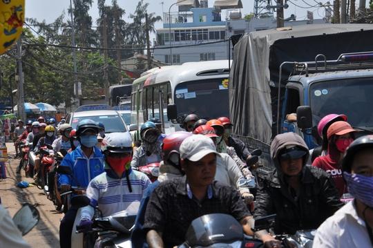 Vụ tai nạn làm giao thông qua khu vực bị ùn tắc nghiêm trọng
