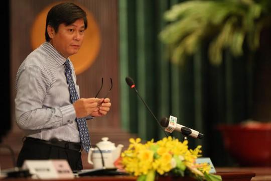 Ông Đào Anh Kiệt, Giám đốc Sở Tài nguyên môi trường trả lời chất vấn của các đại biểu, sáng 10-7