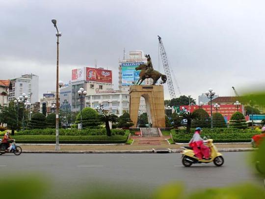 Sắp tới, tượng đài Trần Nguyên Hãn tại khu vực vòng xoay trước chợ Bến Thành sẽ được di dời về công viên Phú Lâm (quận 6) để phục vụ dự án xây dựng nhà ga tuyến Metro số 1.