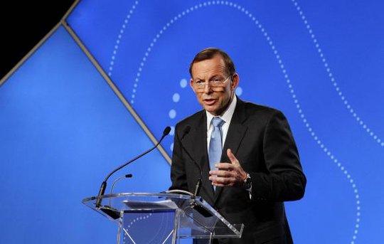 Thủ tướng Úc Tony Abbott tức giận vì đội điều tra không tiếp cận được hiện trường máy bay rơi. Ảnh: Reuters