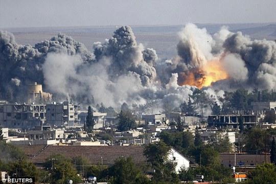Các cuộc không kích của Mỹ và liên quân tiếp diễn ở thị trấn Kobane - Syria. Ảnh: Reuters