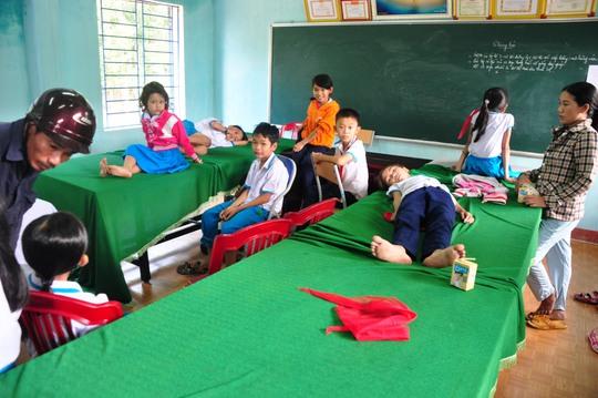 Hàng loạt học sinh ói sau khi tiêm phòng sởi – Rubella