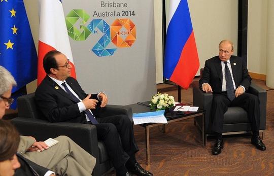 Tổng thống Pháp Francois Hollande (trái) cho biết cuộc khủng hoảng tại Ukraine không nên ảnh hưởng đến mối quan hệ giữa Paris và Moscow. Ảnh: ITAR-TASS