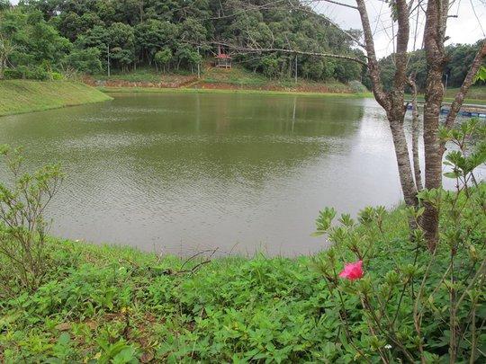 Một hồ nước tuyệt đẹp ở Măng Đen nhưng vắng khách đến thăm thú