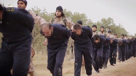 22 lính Syria bị IS chặt đầu hồi tháng trước. Ảnh: Daily Mail