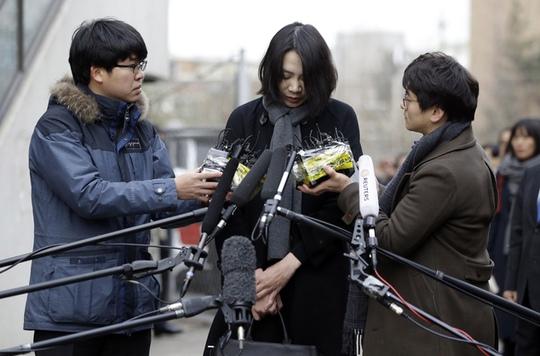 Bà Cho công khai xin lỗi người dân Hàn Quốc về sự cố máy bay. Ảnh: Daily Mail