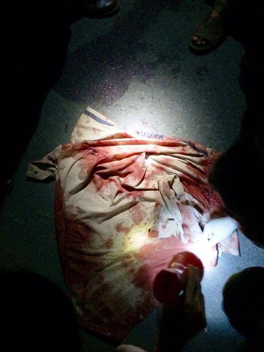 Chiếc áo dính máu của nạn nhân