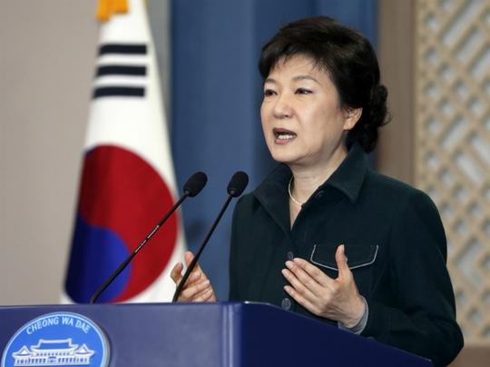 Tổng thống Hàn Quốc Park Geun-hye bị Triều Tiên ví như con gà mái. Ảnh: Reuters