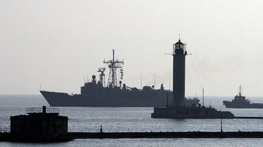 Tàu USS Taylor của Mỹ tham gia cuộc tập trận Sea Breeze năm 2010. Ảnh: Press TV