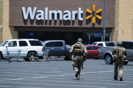 Cảnh sát đến hiện trường sau vụ xả súng. Ảnh:Las Vegas Review-Journal