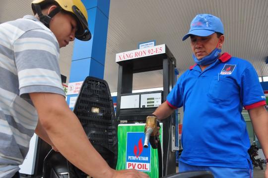 Một cửa hàng kinh doanh xăng dầu tại tỉnh Quảng Ngãi tham gia bán xăng E5 - Ron 92