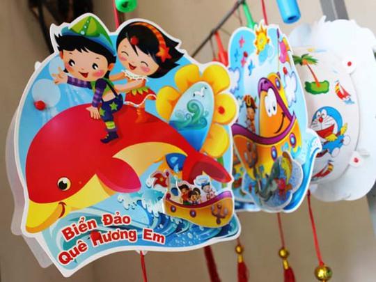 Lồng đèn Việt mang chủ đề biển đảo đang được nhiều người ưa chuộng